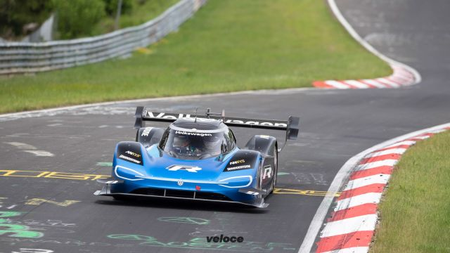 Volkswagen ID.R: un fulmine al Nürburgring