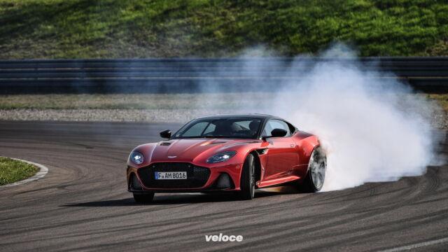 Aston Martin DBS Superleggera: fumo di Gaydon