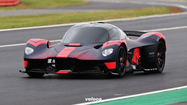 Aston Martin Valkyrie: battesimo sulla pista di Silverstone