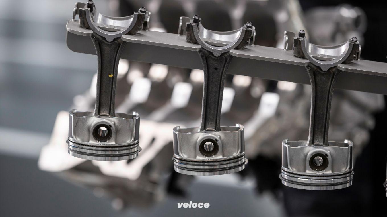Mercedes-AMG A45: una bomba di motore