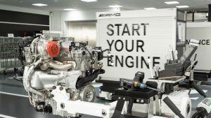 Neuer Mercedes-AMG Vierzylinder-Turbomotor aus hochmoderner Fertigung: Der stärkste Serien-Vierzylinder der Welt, made in Affalterbach New Mercedes-AMG four-cylinder turbo engine from ultra-modern production: The world's most powerful four-cylinder engi