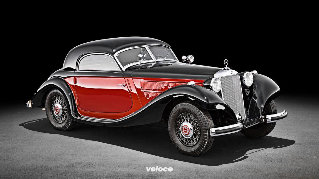 Mercedes-Benz 320 n Kombinations-Coupé aus dem Jahr 1938, Studioaufnahme.Mercedes-Benz 320 n combination coupé from 1938, studio shot.