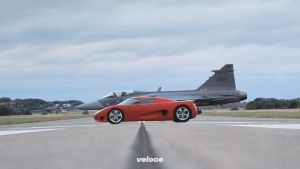 Koenigsegg-CC8S-red-in-front-of-JAS