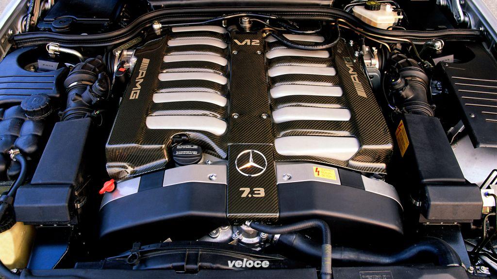 Mehr Hubraum hatte keiner: Mercedes-Benz SL 73 AMG (1999-2001) der Baureihe R 129 (1989-2001).Displacement like no other: the Mercedes-Benz SL 73 AMG (1999-2001) of the R 129 series (1989-2001).