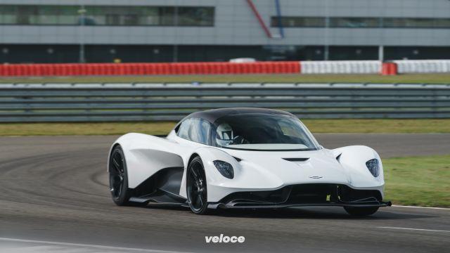 Aston Martin Valhalla: i primi passi a Silverstone