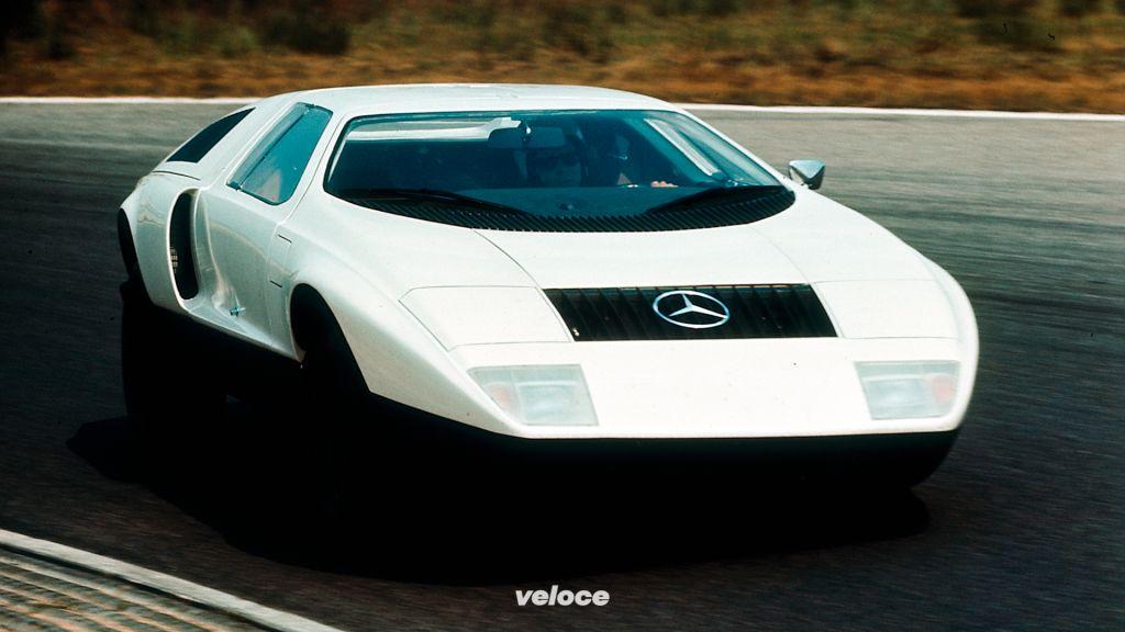 Mercedes-Benz C 111 der ersten Version bei Versuchsfahrten auf dem Hockenheimring, 1969.First-version Mercedes-Benz C 111 during test drives at Hockenheimring, 1969.