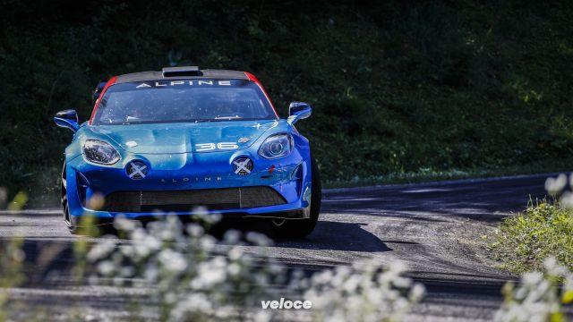 Alpine A110 Rally: la francese corre per strada