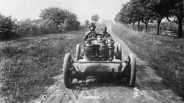 1907: J.W. Christie e la sua auto da 19.600 cc