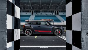 P90376703_highRes_mini-john-cooper-wor