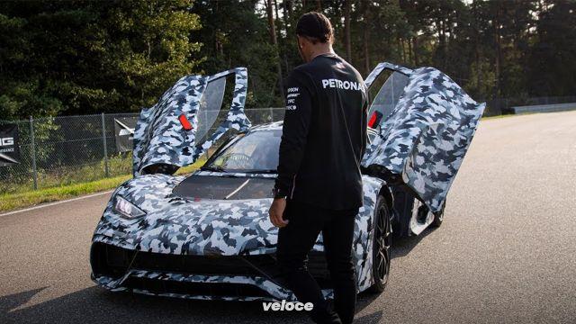 L'AMG One in compagnia di Lewis Hamilton